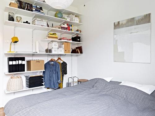tringle et étagères chambre